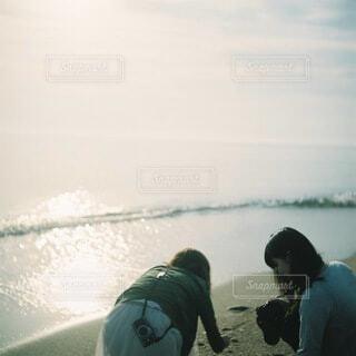風景,海,屋外,朝日,ビーチ,波,水面,人,正月,お正月,日の出,友達,新年,初日の出,富山,日本海,雨晴海岸