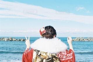 女性,自然,風景,海,空,屋外,赤,ビーチ,雲,水面,海岸,女の子,人,イベント,和服,お祝い,晴れ着,前撮り,振袖,富山,成人式,20歳,和装,行事,成人の日,赤い振袖,岩瀬浜