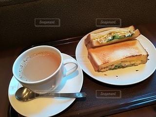 サンドイッチとコーヒーの写真・画像素材[2512092]