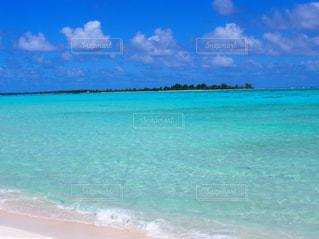 透き通る海の写真・画像素材[2352283]