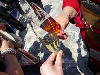 女性,男性,晴れ,結婚式,影,ドレス,人物,着物,人,結婚,グラス,乾杯,披露宴,ドリンク,シャンパン,挨拶,スーツ,カンパイ,ウーロン茶,グラスドリンク