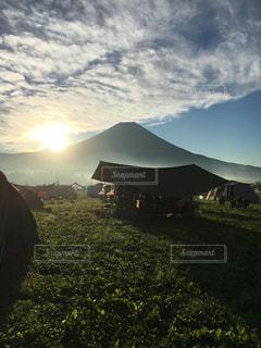 テントからの眺め。富士山と朝日。の写真・画像素材[2367922]