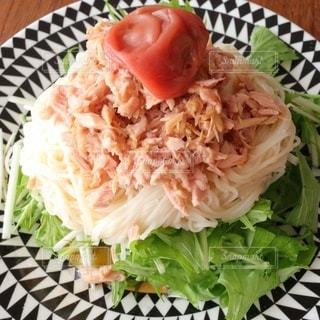 さっぱりサラダ素麺の写真・画像素材[3554873]