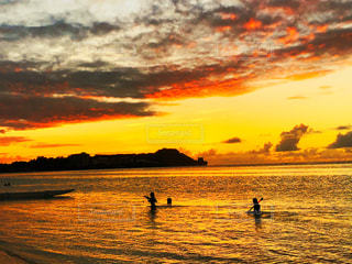 海辺の夕日の写真・画像素材[2359744]