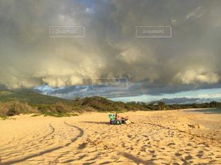 マケナビッグビーチにかかる虹の写真・画像素材[2650876]