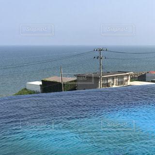 イルカプールと日本海の写真・画像素材[2362761]