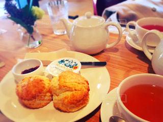 スコーンと紅茶の写真・画像素材[2642500]