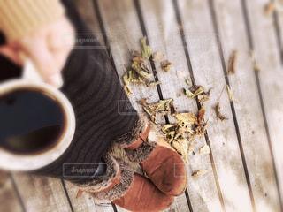 寒い外て頂くホットコーヒーの写真・画像素材[2709722]