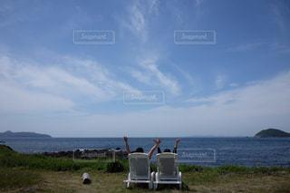 岬のベンチでリフレッシュの写真・画像素材[2513395]