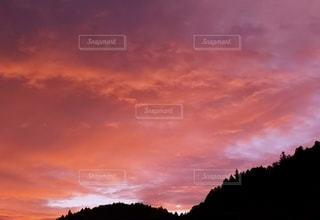 夕暮れ染まる雲の写真・画像素材[2427658]