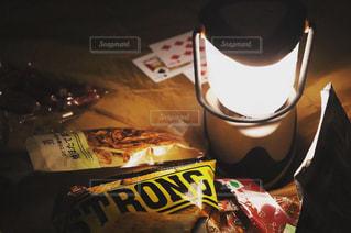 ランプを囲んでの写真・画像素材[2378118]