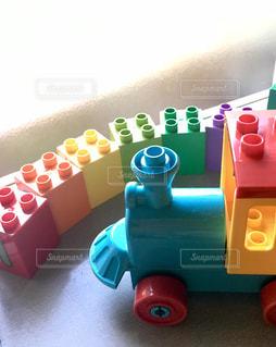 カラフルなおもちゃの写真・画像素材[2369378]