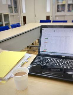 資料作成のノートパソコンの写真・画像素材[2406317]