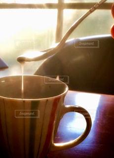 コーヒーカップのクローズアップの写真・画像素材[2495947]