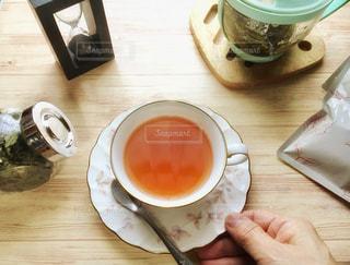 紅茶をいれる人の写真・画像素材[2650220]