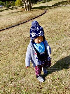 ニット帽の男の子の写真・画像素材[2702880]