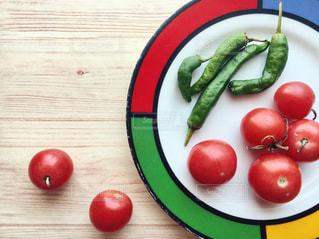 今年最後の収穫、ミニトマトとししとうの写真・画像素材[2736754]