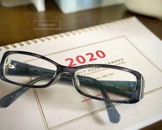 ファッション,アクセサリー,屋内,部屋,室内,眼鏡,机,デスク,2020,新年,2020年,年末,手帳,文具,年末年始,ステーショナリー,テキスト,メガネ,スケジュール
