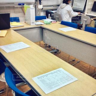 会議資料を準備している様子の写真・画像素材[2788497]