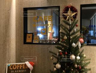 カフェのクリスマスツリーの写真・画像素材[2826115]