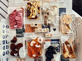 食べ物で満たされているアイテムの束の写真・画像素材[3018309]