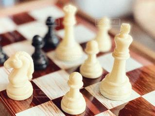 チェス盤と駒の写真・画像素材[3083934]