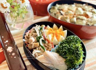 ブロッコリーと一緒に食べ物のプレートの写真・画像素材[3123251]