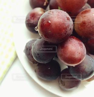果物でいっぱいの皿の写真・画像素材[3149315]