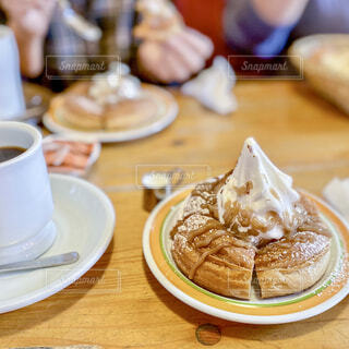 スイーツとコーヒーのクローズアップの写真・画像素材[4355836]