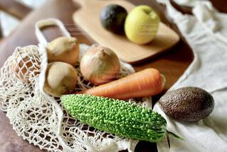 テーブルの上のエコバックの野菜の写真・画像素材[4367265]