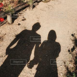 寄り添う2人の写真・画像素材[2853101]