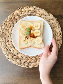 皿の上の食べ物の写真・画像素材[4332007]
