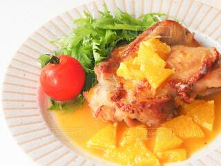 食べ物,白,オレンジ,果物,トマト,皿,サラダ,鶏肉,レシピ,付け合わせ,料理のための清酒