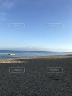海に隣接する砂浜の写真・画像素材[2374809]