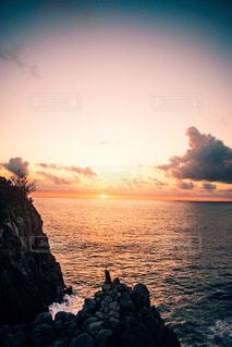 自然,風景,海,空,屋外,太陽,夕暮れ,水面,海岸,シルエット,光,岩