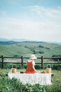山の上でピクニックの写真・画像素材[3053871]
