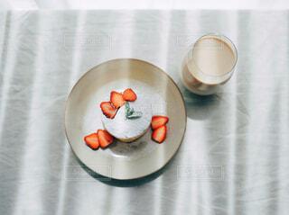 食べ物,カフェ,屋内,花瓶,スプーン,皿,リラックス,マグカップ,食器,カップ,おうちカフェ,ドリンク,おうち,ライフスタイル,大皿,ボウル,食器類,コーヒー カップ,磁器,おうち時間,受け皿