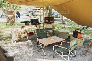 屋外,椅子,テーブル,家具,キャンプ,地面,テント,キャンプ場,Snapmart,台所用品,PR,アウトドアグッズ,携帯充電,コーヒー テーブル,屋外のテーブル,家庭電化製品,ポータブル電源,Jackery