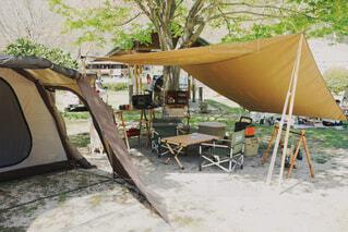 傘,屋外,ベンチ,椅子,テーブル,樹木,キャンプ,地面,テント,キャンプ場,Snapmart,日陰,遊び場,草木,台所用品,PR,アウトドアグッズ,携帯充電,コーヒー テーブル,家庭電化製品,ポータブル電源,Jackery