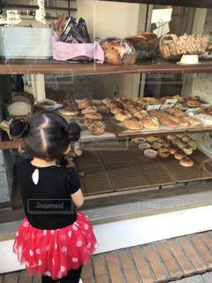 パンが好きな娘の写真・画像素材[2674124]