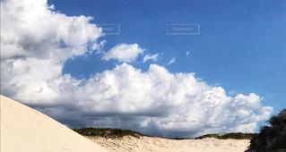 砂漠の雲の写真・画像素材[2430419]