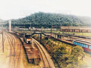 イギリス村の電車の写真・画像素材[2445105]