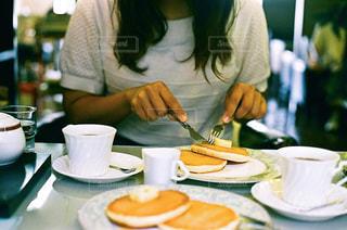 朝の始まりは大好きなホットケーキで。の写真・画像素材[2485708]