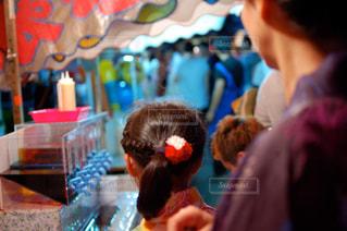 娘と祭りへの写真・画像素材[2379856]