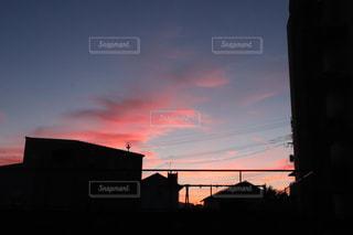 日没時の街の眺めの写真・画像素材[2430280]