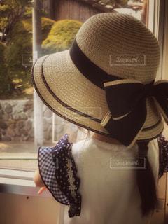 窓,女子,女の子,レトロ,人物,リボン,人,鉄道,ナチュラル,フィルム,たそがれ,髪の毛,江ノ電,車両,フィルム写真,フィルムフォト,身に着ける