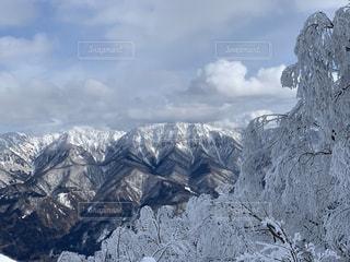 自然,風景,アウトドア,空,スポーツ,雪,屋外,雲,晴れ,青空,雪景色,山,人物,スキー,霜,ゲレンデ,レジャー,スキー場,スノーボード,樹氷,氷河,ウィンタースポーツ,日中,寒空,山景色