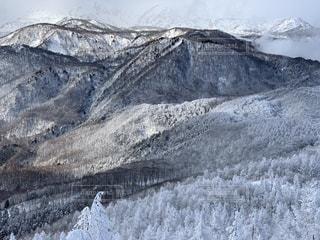 自然,風景,アウトドア,空,冬,スポーツ,雪,屋外,雲,晴れ,雪山,雪景色,山,人物,スキー,ゲレンデ,レジャー,スキー場,スノーボード,樹氷,斜面,ウィンタースポーツ,冬空,寒空,山景色,山腹