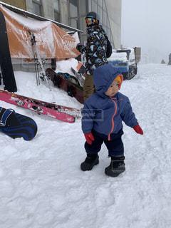 子ども,家族,アウトドア,スポーツ,雪,屋外,人物,人,スキー,ゲレンデ,レジャー,若い,スキー場,スノーボード,ウィンタースポーツ,初めてのゲレンデ