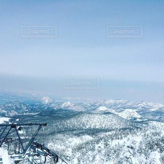 アウトドア,空,スポーツ,雪,屋外,晴れ,雪山,雪景色,山,人物,スキー,山頂,スノボ,ゲレンデ,レジャー,スキー場,リフト,スノーボード,眺め,冬空,寒空